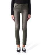 DIESEL DORIS JOGGJEANS. This super soft stretch fabric crosses over into the world of awesome: maximum comfort with an authentic denim look. These denim are designed around the female body and tailor to guarantee the best possible fit. The design is clean and refined. The combination of a clean crotch, rounded yoke and narrower back pockets form a perfectly shaped back.