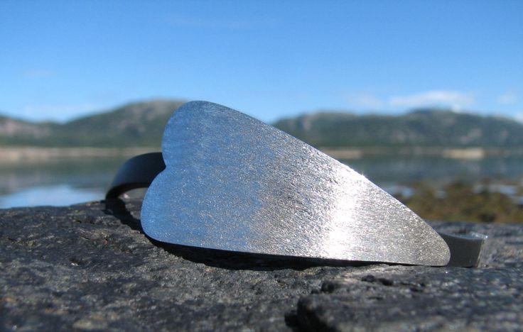 Armbånd, sølvhjerte med kautschuk reim