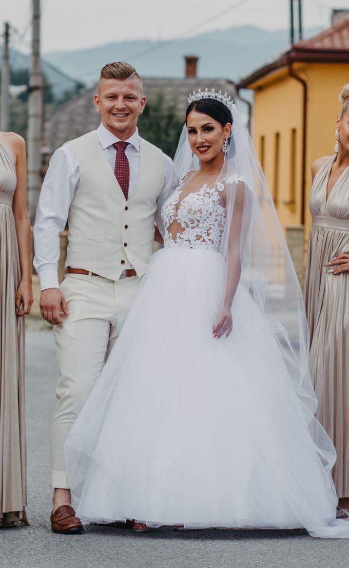 53123a6da47e Nádherná nevesta Miška ponúka krásne princeznovské šaty šité na mieru.  Vkusne vypracovaná vrchná časť šiat z čipky p…