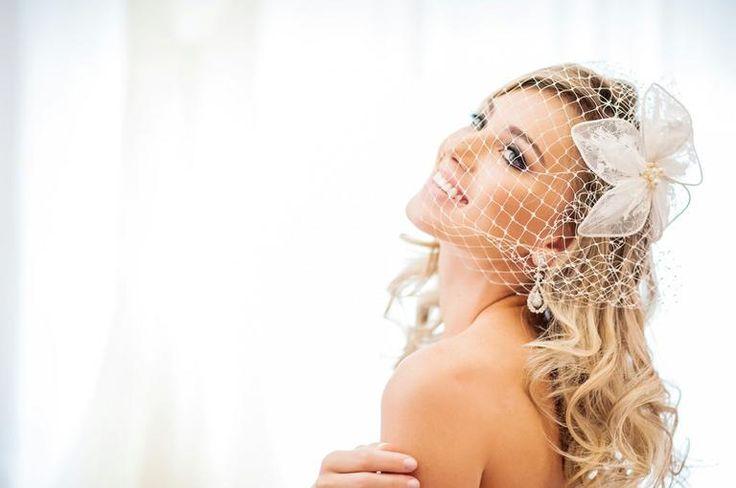 Casquetes e voilettes: os acessórios que são tendência de moda para noivas
