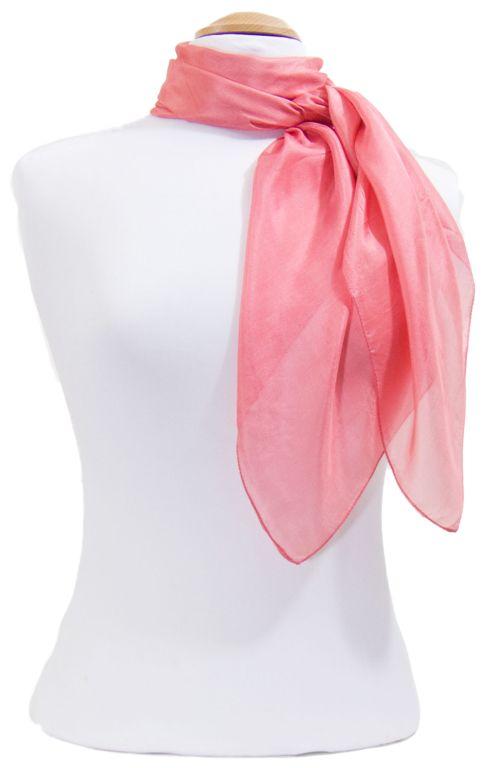 Découvrez + de 100 modèles de foulards en soie sur la boutique mesecharpes. com. Port gratuit + paquet cadeau   mesecharpes.com   Pint… ec2a72b3227