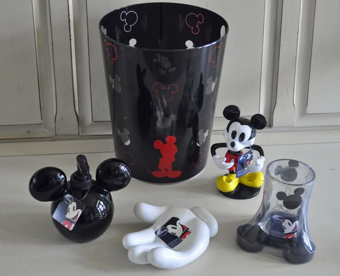 Charming Hard To Find Disney Mickey Mouse Bathroom Accessories Set