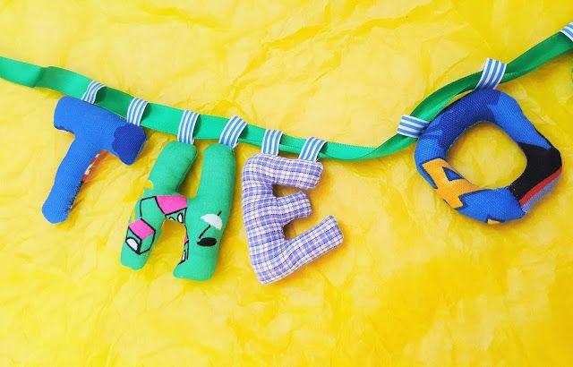 babyknopfauge  Theo Namensketten  https://babyknopfauge.blogspot.de/2016/10/namensketten.html  #Babyparty #Clara #Dalia #DIY #Geschenk #Kindergeschenke #personalisiert #Leopold #nähen #Nähideen #Namensbänder #Namenskette #Stoff #Buchstaben #Theodor #Türbuchstaben