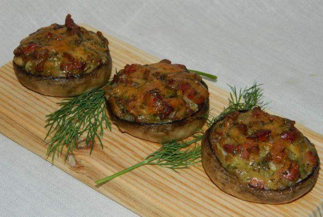 Retete Culinare - Ciuperci umplute la cuptor