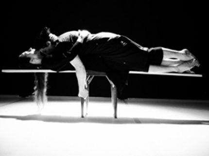 Sabato 14 marzo dalle ore 12.00 alle ore 16.00 Teatro di Settignano, via di San Romano 13 - 50135 Firenze SEMINARIO PER DANZATORI: L'ESSERE SCENICO condotto da ANTONELLA BERTONI Insegnare; far passare dei segni. Da corpo a corpo. Alla maniera dell'arte: tendenziosamente. Un modo di fare scuola strettamente legato al palcoscenico
