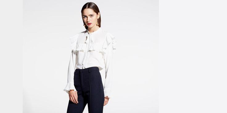 Sfera.com - Camisa de manga larga con volantes y cuello con lazada. http://www.sfera.com/es/mujer/camisas-blusas-y-tops/blusas/camisa-volantes-66d57l9/22022/