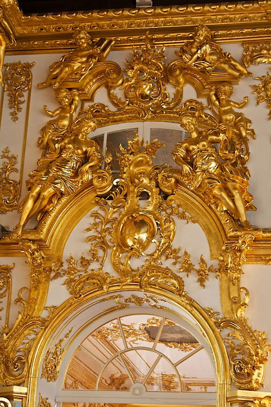 comparison of baroque and rococo styles The similarities of rococo and baroque design often cause confusion between the two styles but along with many aesthetic differences, baroque is classified as a major architectural movement while.