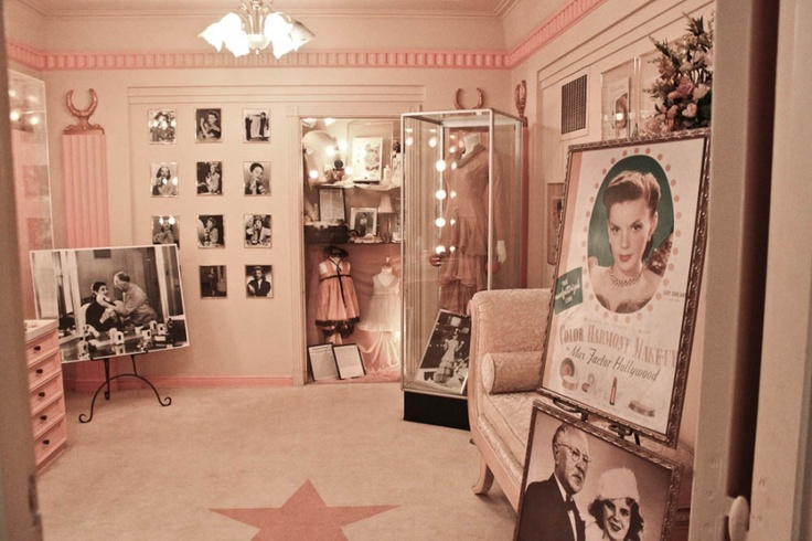 The Hollywood History Museum in the old Max Factor building in Hollywood is one of my favorite tours.  This is the brownette room. There are several rooms that each focus on a different color pallatte and feature famous make-overs by Max Factor in the rooms with pics of Marilyn Monroe, Rita Hayworth, Elizabeth Taylor, Lucille Ball, Judy Garland...he gave all of the icons their signature look.  The rest of the museum is filled with collectible costumes and memorabiliai.Elizabeth Taylor, Rita Hayworth, Marilyn Monroe, Max Factor, Judy Garland, Lucille Ball, History Museums, Brownett Room, Makeup Studio
