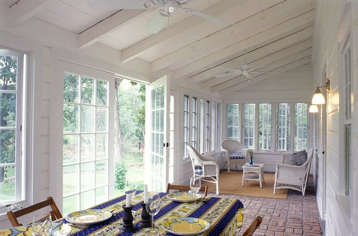 Best 25 rustic sunroom ideas on pinterest hanging porch for Farmhouse sunroom ideas