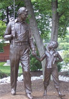 The infamous Andy Griffith Statue in Raleigh, NC! || #raleigh #andygriffith