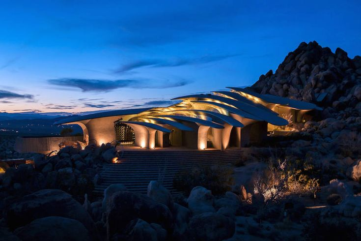Unreal House in Desert  In the Joshua Tree National Park a surprising house come out of earth in the desert. In 1986 an artist couple Jay and Bev Doolittle have an idea : building a house in the desert. They bought a piece of land and contact the architect Kendrick Bangs Kellog. He creates a house called The High Desert House that each square meter is made from natural materials. It is here as an animal in his natural habitat.  Pictures by Lance Gerber           #xemtvhay