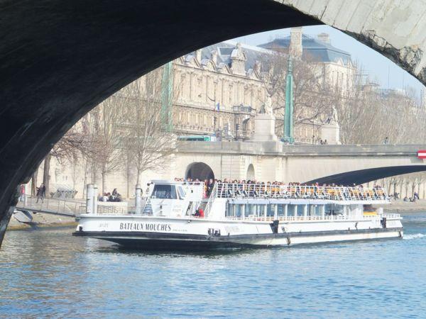 France-Paris-Cruising on the Seine