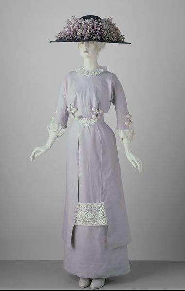 Day Dress, circa 1910, V&A, Linen, embroidered lawn, trimmed with embroidered net, lined with cotton, boned.  Worn by Miss Heather Firbank (1888-1954)