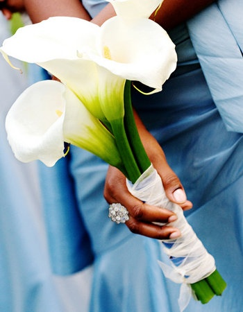 Simple yet elegant...love calla lilies