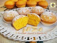 Muffin di carote e mandorle ricetta, soffici e profumati ideali per la merenda o la colazione per i piccoli sono anche una nutriente merendina per la scuola