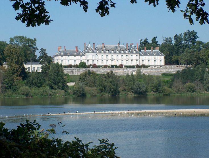 La Loire et le château de Ménars - France