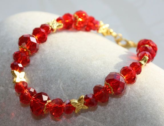 Bracelet in red and gold.