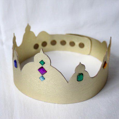 Couronne précieuse en skaï doré pour l'Epiphanie // Gold skai crown for the Epiphany