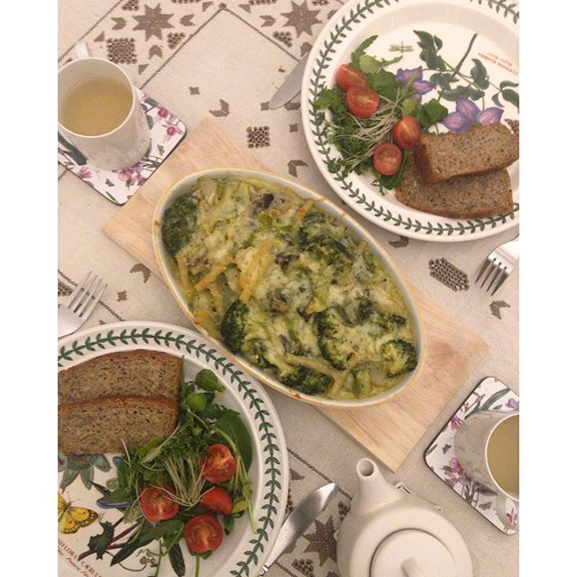 lifeinbucksBrocolli and mushroom gratin served with some bread my husband baked今夜はブロッコリーとマッシュルームのグラタン。種がいっぱい入ったパンは旦那さんが焼いたもの#vegetarian #gratin #brocolli #mushroom #homebake #bake #baking #bread #dinner #foodie #foodporn #おうちごはん #夕ご飯 #夕食 #野菜 #グラタン #ブロッコリー #マッシュルーム #きのこ
