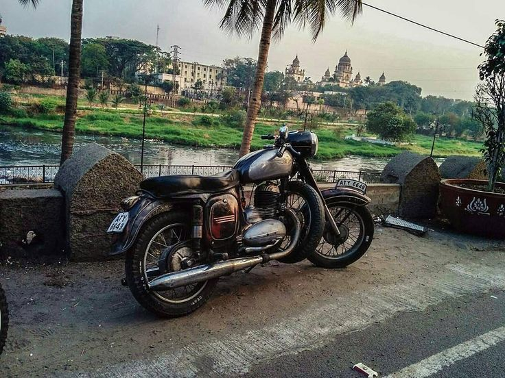 Jawa 250cc early morning ride with @men_on_bikes in hyderabad More photos on - http://ift.tt/1MOOLiU (Link in Profile) | #jawa | #jawamotorcycles.com | #idealjawa| #2stroke | #chrome | #Cz | #biker | #motorcycles | #smoking | #yezdi | #yjoci | #retro | #czech | #vintage | #vintagestyle |#india | #motorbike | #caferacer | #bikeporn | #instamotogallery | #dirt | #bike | #picoftheday | #gopro | #motocross | #motorcycleyard |