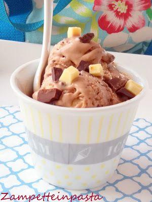Gelato con pezzi di cioccolato http://zampetteinpasta.blogspot.it/2016/08/gelato-con-pezzi-di-cioccolato.html