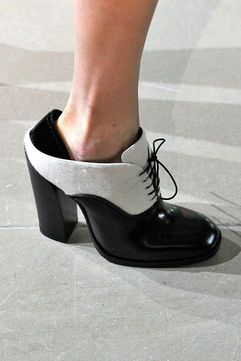 Fall 2015 shoe trend--for those who want menswear-inspired shoes but aren't willing to give up the heels--jil sander square