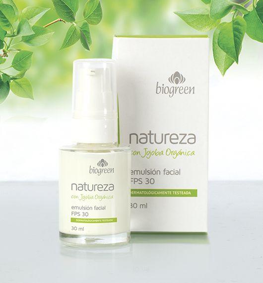 Con Aceite de jojoba orgánica y FPS 30, esta delicada emulsión humecta la piel del rostro al tiempo que la protege del sol previniendo el envejecimiento. Usándola todos los días notarás la diferencia.  Presentación: 30 ml.