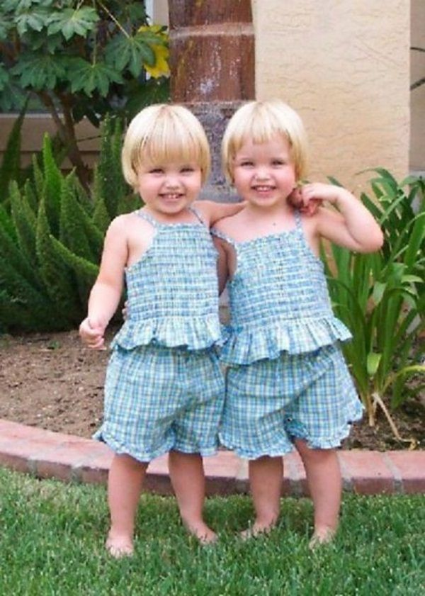 Cute twins identical twin babies looks so cute and when their mother wore them