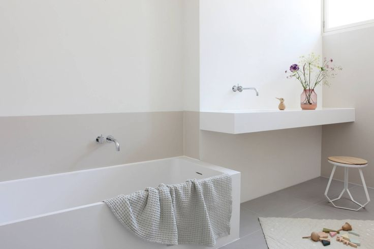 Kinderbadkamer privewoning Amsterdam : Minimalistische badkamers van Not Only White B.V.