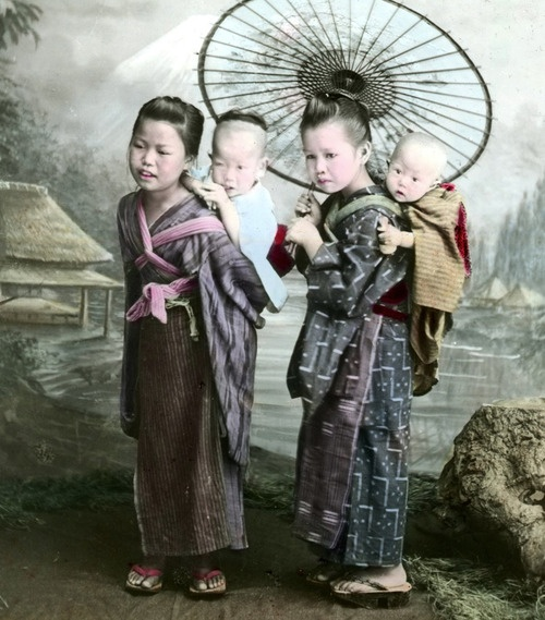 Portrait of girls carrying babies. Late 19th century, Japan. Image from formosasavage of Flickr