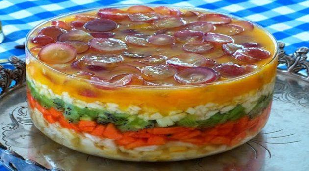 Salada de Frutas:  - abacaxi,  -     kiwi,  -     manga,  -     mamão,  -     uva,  -     banana.  - Creme de Limão para servir com a salada  - 1 lata de leite condensado   - 3…