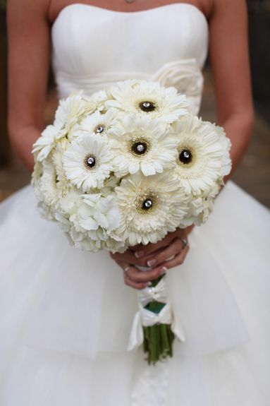 I really like the idea of this picture, but I would NEVER have white flowers for my wedding bouquet.