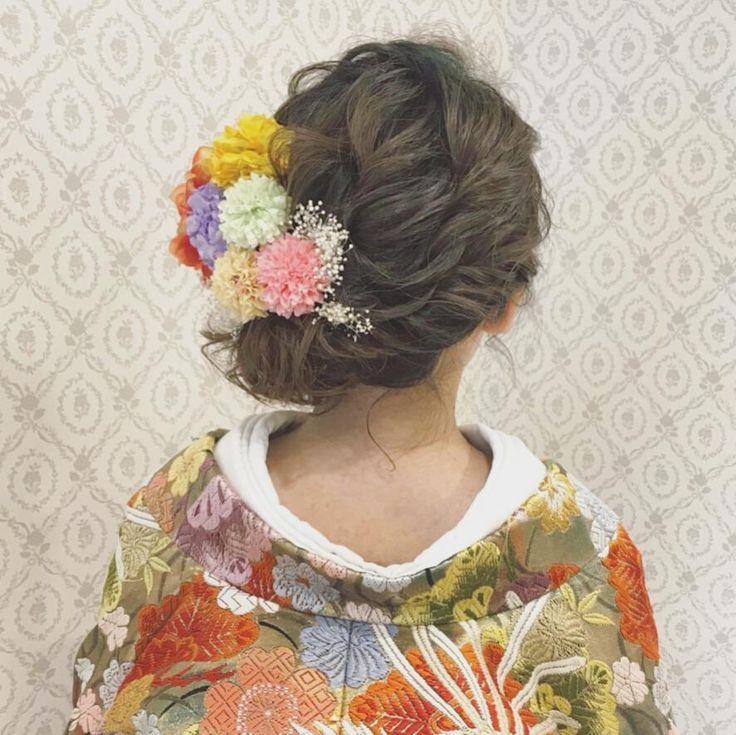 結婚式の前撮り 和装ロケーション撮影のお客様 顔まわりにざっくり大きめの編み込みを入れて左に寄せたアップ 左側にオレンジ色の大きめダリアを 中心に淡い色のお花を沢山付けました ボブのお客様ですが ルーズなサイドアップもできますので、ご相談ください♪ #ヘア #ヘアメイク #ヘアアレンジ #結婚式 #結婚式ヘア #スタジオ撮影 #色打掛 #バニラエミュ #セットサロン #ヘアセット #アップスタイル #プレ花嫁 #フォトウェディング #前撮り #着物ヘア#ロケーション撮影#結婚式準備 #成人式ヘア#お呼ばれヘア#2017夏婚 #2018春婚 #結婚準備#振袖ヘア#日本中のプレ花嫁さんと繋がりたい #2017秋婚 #振袖 #花嫁ヘア#和装ヘア#2017冬婚#updo