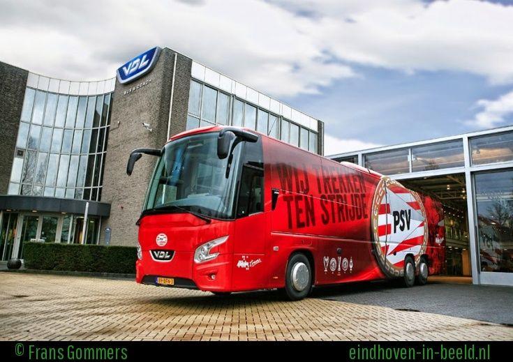 De nieuwe spelersbus van PSV.