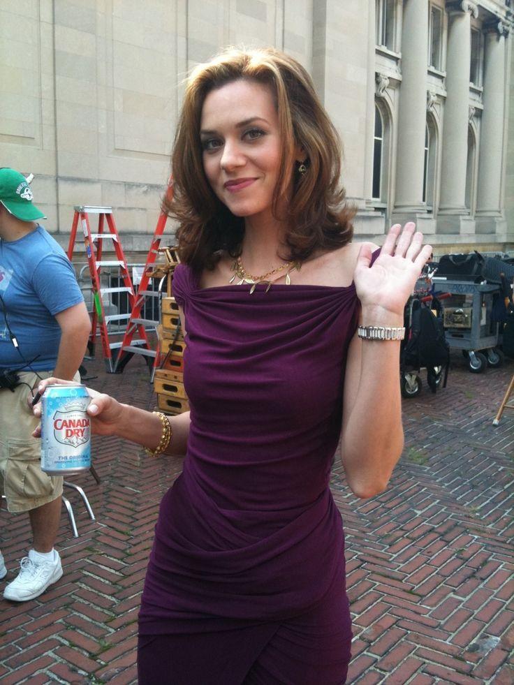 Hilarie Burton on the White Collar set