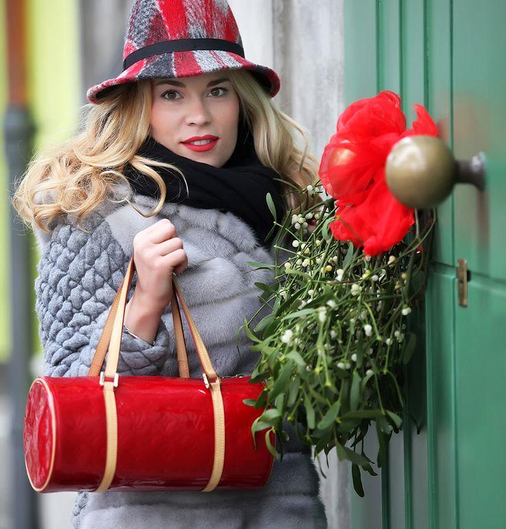 http://www.cinderellasdiary.it/un-tocco-di-rosso/