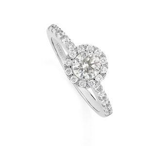 Anel Solitário de ouro branco 18K polido com diamantes redondos -         Clair de Lune Link:http://www.hstern.com.br/joias/p-produto/A3S204499/anel/solitarios/anel-solitario-de-ouro-branco-18k-polido-com-diamantes-redondos-----------clair-de-lune