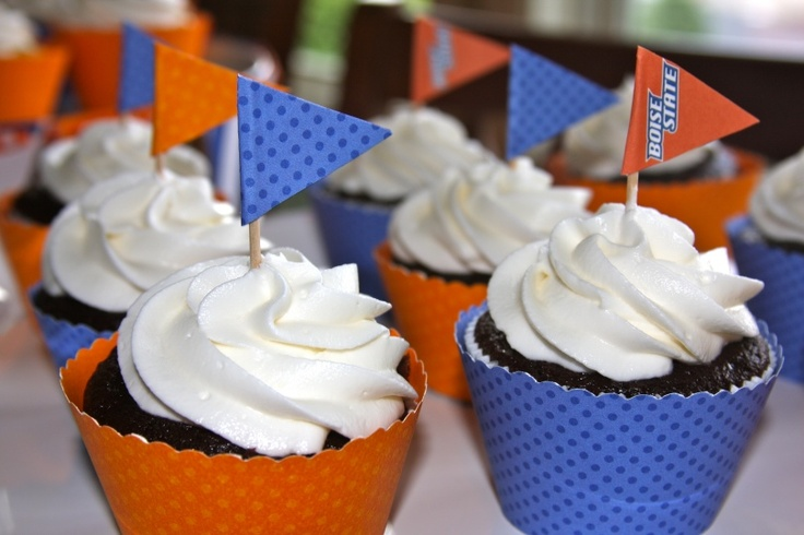 Celebrate being a HerCampus Illinois girl! Treat yourself to these blue and orange cupcakes!