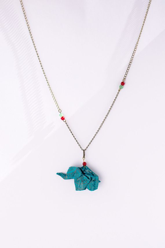 """Collier modèle """"éléphant bleu"""" en origami"""