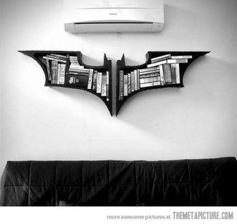 Batman fanatikleri için kitaplık tasarımı