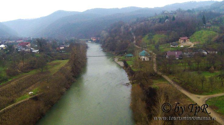 Valea Lapusului, sat Rosia/Remecioara. Fotografie aeriana
