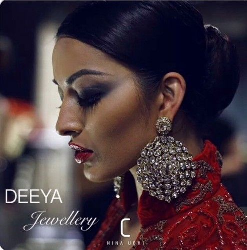 If you're looking for something that sparkles yet looks elegantly royal, then these stunning large cut polki earrings are perfect in antique gold. You may customise polki stones to other colours. Contact Deeya Jewellery by calling, Whatsapp or viber to purchase or enquire on 00447545228167. We deliver worldwide.