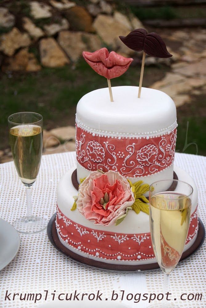 mustache-mouth wedding cake