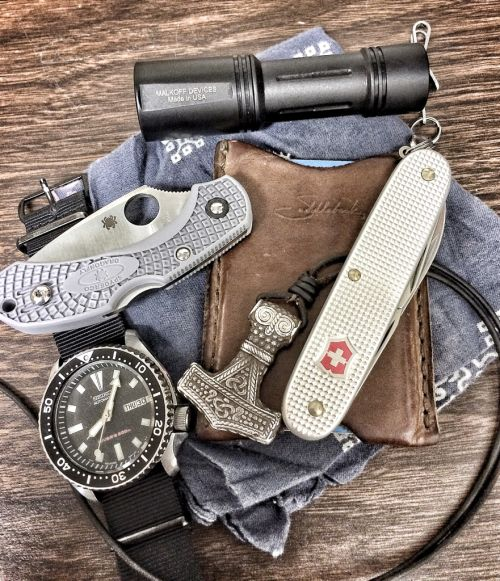 epicedc:  37/M/Web Dev http://www.reddit.com/r/EDC/comments/2ks0to/37mweb_dev/ via /r/edc