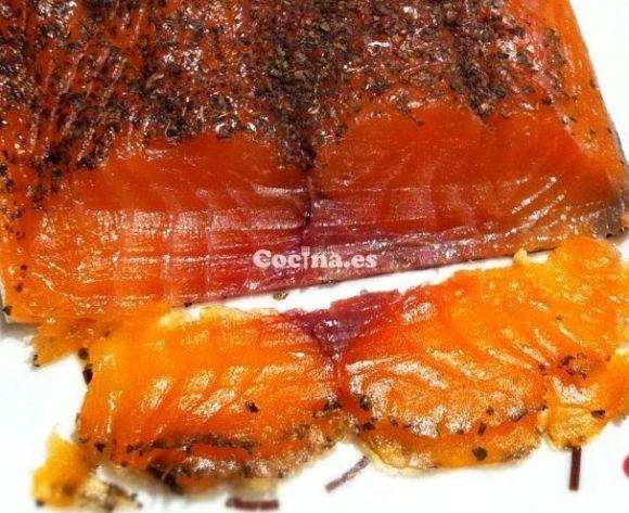 Salmón marinado con eneldo: http://salmon-marinado-con-eneldo.recetascomidas.com/