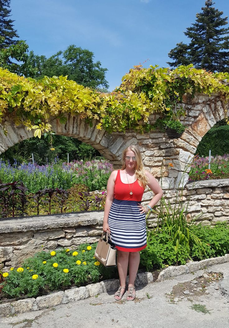 Urlaub / Vacation - Botanischer Garten und Schloss in Balchik, Bulgarien am Goldstrand. Red Dress, Fashion, Selfie