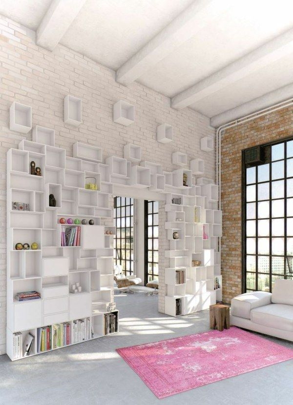 Wand Regalsystem Wohnzimmer gestalten Natursteinwand rosa Teppich