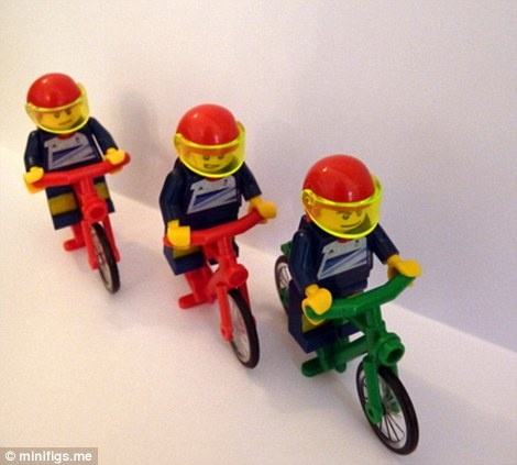 Sir Chris Hoy, Jason Kenny and Philip Hindes win Lego Gold in the team sprint! - Savage Steel's Minifigs pay tribute to TeamGB
