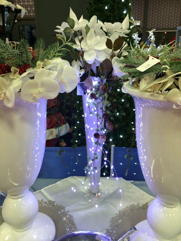 All Addobbi Natalizi Alberi di Natale Corone & Ghirlande Decorazioni Decorazioni Luminose Luci Volta Arco in Ferro Battuto con cascata di nano LED Particolare volta di Arco in ferro battuto con 1.400 Nano led bianco caldo Decorazioni Luminose / Luci Arco in ferro battuto con 1.400 Luci LED Arco in ferro battuto con 1.400 Luci …
