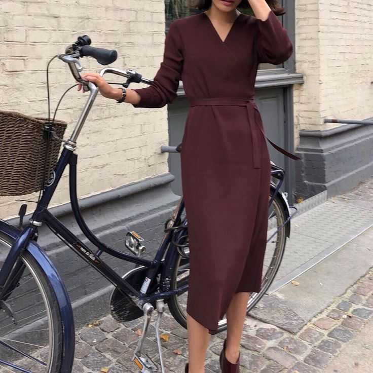 Bicycle handlebars & seat adjusted for riding in a pencil skirt & heels: LOVE IT…